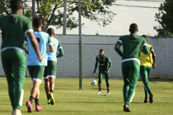 Fotos: treino no CT da Graciosa