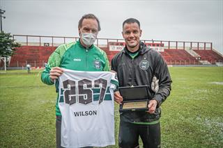 Wilson entra no top 10 do Coritiba